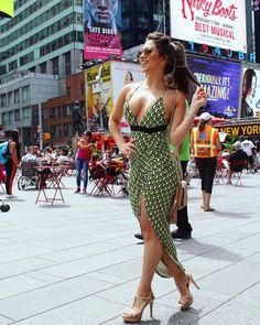It girl: Flávia Pavanelli, dress, shoes