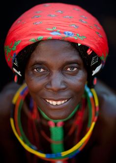 Eric est un photographe qui s'est rendu en Angola pour nous rapporter le témoignage de peuples fascinants dont les traditions ancestrales à des années-lumière de la société de consommation actuelle sont de plus en plus rares. Contemplez ces individus et l...