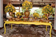 Mesa de Doces do casamento de Roberta e Anderson na Mansão Luchi ::: #atteliededoces #docesfinos #carolinadarosci #casamento #decoracao #mesaposta #sobremesa #docinhos #evento #flores #arranjos #docesgourmets #mesadedoces #mansaoluchi