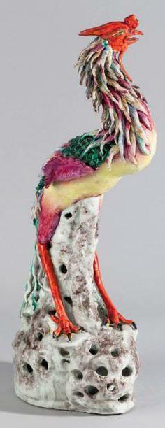 Oiseau Fohang en porcelaine et émaux de la famille rose, se tenant debout