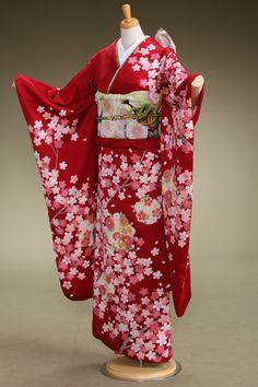 赤地色に桜と雪輪の古典模様[写真]