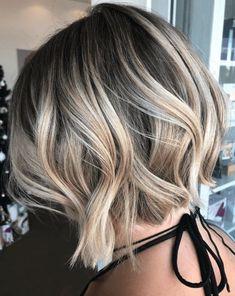 Bronde abgehackter Bob Source by Choppy Bob Haircuts, Wavy Bob Hairstyles, Hairstyles 2018, Choppy Bobs, Long Haircuts, Hairstyles Pictures, Wavy Bobs, Modern Hairstyles, Layered Haircuts