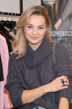 Skromna i naturalna Małgorzata Socha na nocy zakupów - Moda