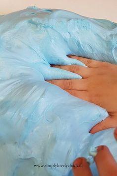 Mit dieser Anleitung kannst du den perfekten Fluffy-Schleim aus Rasierschaum selber machen. Deutsches Fluffy Schleim Rezept #fluffyslime #fluffy #slime #anleitung