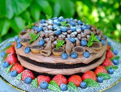 Black Magic Cake – en skikkelig stjernekake til nyttårsaften Sweet Recipes, Cake Recipes, Dessert Recipes, Black Magic Cake, Norwegian Food, Norwegian Recipes, Scones Ingredients, Fancy Cakes, Yummy Snacks