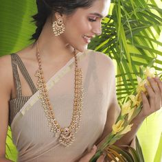 Buy the best Long Necklace Sets Indian Jewelry online from the top Long Necklace Sets manufacturer. Shop Aishi Long Necklace Set online from the top brand for the best traditional and classy looks. Pearl Necklace Designs, Gold Choker Necklace, Necklace Set, Indian Necklace, Silver Earrings, Pendant Necklace, Gold's Gym, Long Pearl Necklaces, Diamond Necklaces