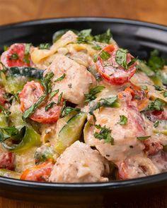 Diese cremigen Tomaten-Zucchini Linguini sind die grandiosesten Low-Carb-Pasta in ze entire wörld!