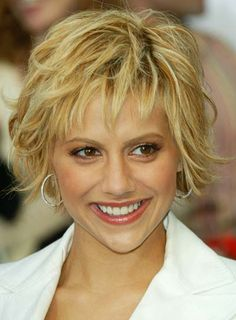 Brittany Murphy Short Shag  1. Start by applying a small dollop of gel throughout hair with your fingers. Don't get crazy with the gel though, less is more here for short layers. 2. Blow dry hair upside down using your hands to tousle strands gently as you dry.  3. Flip head back upright and lift random strands up towards the ceiling while directing heat up the root to build volume.  4. Once hair is dry apply some pomade or wax and loosely twist and pinch ends to create piecey wisps.