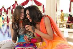 Indian Bridesmaid Duties - 5 Times Bollywood gave us MAJOR Bollywood wedding goals for our Best Friend's Wedding - Witty Vows Bollywood Couples, Bollywood Cinema, Bollywood Wedding, Bollywood Photos, Bollywood Actress, Bollywood Posters, Bollywood Style, Indian Bridesmaids, Bridesmaid Duties