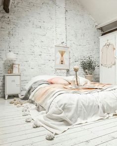 White brick, white wood floors, no bed frame just an oversized tassel blanket 👍 #interiordesign #whynot | https://www.instagram.com/mrkatedotcom/