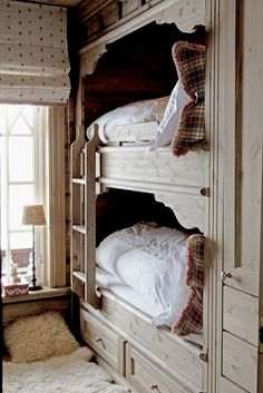 cozy cottage bunks - love the fur rug and polka-dot shade. also built-in bunks are a great idea Bunk Beds Built In, Kids Bunk Beds, Loft Beds, Alcove Bed, Bed Nook, Bunk Rooms, Suites, Cozy Cottage, Mountain Cottage