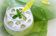 Limonada con menta // Lemon and mint juice Smoothie Recipes, Smoothies, Serbian Recipes, Serbian Food, Vegan Recepies, Torte Cake, Cooking Recipes, Healthy Recipes, Best Food Ever