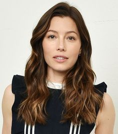 Want to look more youthful just by changing your hair? We've curated 5 top-notch hair colors that will help make you look younger. Blonde Brown Hair Color, Brown Hair Color Shades, Golden Brown Hair Color, Brunette Color, Brown Hair With Highlights, Hair Color Balayage, Brown Hair Colors, Hair Colours, Jessica Biel