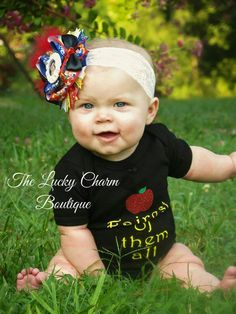 Fairest of them all onsie or shirt! matching bow sold seperately! Can also be ordered in long sleeve! up to size 12 year for bigger sizes or to add tutus/ pants etc contact boutique! #Snowwhite #apples