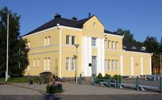 The Gemstone Gallery in Kemi, Finland. The build is an old customs house. It was designed by architect Walter Thomé and completed in 1912 Customs House, Seaside, Mansions, Country, House Styles, Gallery, Building, Gemstone, Design