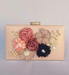 Bolsa clutch de festa  bolsa de festa, bolsa de casamento, bolsa clutch com flores Deoli Atelier https://www.deoliatelier.com.br/