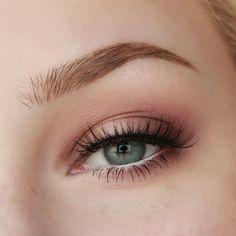 Makeup Geek Eyeshadows in Confection, Corrupt, Unexpected and Vintage. Look by: Rose Herd #makeupgeek #makeuplooksvintage