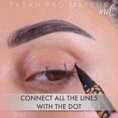 The best & easiest ways to achieve a sharp winged liner and rock it! By: The best & easiest ways to achieve a sharp winged liner and rock it! Eyeliner Make-up, Eyeliner Hacks, Dramatic Eyeliner, How To Do Winged Eyeliner, Color Eyeliner, Brown Eyeliner, Eyeliner Styles, Makeup Eye Looks, Eye Makeup Steps