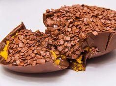 Bolo de cenoura no ovo de Páscoa: http://guiame.com.br/vida-estilo/gastronomia/bolo-de-cenoura-no-ovo-de-pascoa.html#.VRXXUDvF-8g