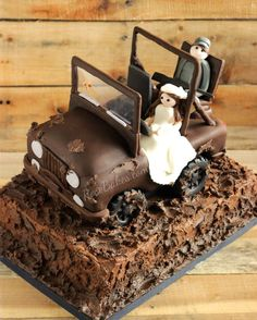 Jeep Cake with Bride