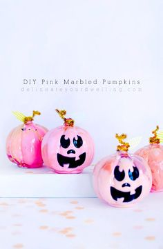 Pinke Kürbisse ❤ Fun and festive DIY Pink Marbled Pumpkins! Perfect for a table setting or placing on your fireplace mantel during the Fall Season. Delineate Your Dwelling Pink Halloween, Halloween Crafts For Kids, Halloween Party Decor, Holidays Halloween, Crafts For Teens, Fall Crafts, Holiday Crafts, Teen Crafts, Halloween 2020