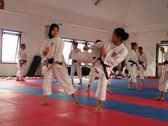 Tim Pelatda Kempo Jawa Barat akan mengefektifkan uji tarung menjelang gelaran Pekan Olahraga Nasional XIX/2016 Jawa Barat. Jika tak ada aral melintang, para kenshi akan turut dalam sebuah kejuaraan di Surabaya Juli mendatang.