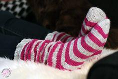 Ruttuilua + ohje - LANKAHELVETTI Knitting Socks, Knit Socks, Knitting Projects, Leg Warmers, Slippers, Legs, Crochet, Handmade, Diy