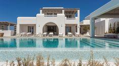 MIA II -Διώροφη εξοχική κατοικία στη Πάρο | vasdekis Paros Greece, Riyadh, Tropical Houses, Luxury Villa, Greek Islands, Light Colors, Terrace, Exterior, Mansions