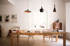 Form follows function in this Spanish home of an architect, graphic designer and their four children. Charming older elements effortlessly blend with sleek modern pieces.