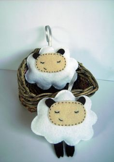 Sheep Felt Ornament, set of 2. Christmas Ornament.. €9.00, via Etsy.
