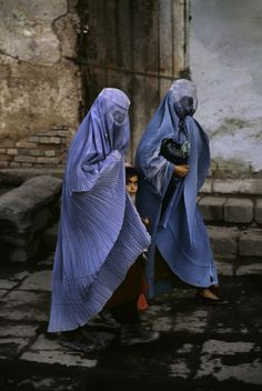 """""""Faces of Afghanistan"""" by Steve McCurry The girl between two women."""