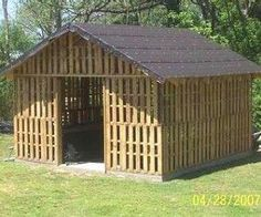 Pallet barn........make it wider and add a cupola and BAM!! :)