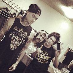DO YOU GUYS UNDERSTAND HOW BADLY I WANT TO MEET THEM. THEY SEEM LIKE NICE PEOPLE. UGH.