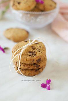 Biscotti integrali con farina di mais, uvetta e cioccolato - Barbie Magica Cuoca - blog di cucina Easy Delicious Recipes, Delicious Desserts, Tasty, Healthy Recipes, Biscotti Cookies, Good Food, Yummy Food, Cooking Cake, Cake & Co