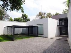 Beautiful remodeled house, modern style, kitchen, living room and dining room are very spacious, it has 4 bedrooms each with own bathroom and walk in closet, small garden and garage for 5 cars.