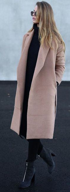 Josefin Ekstrom Dusty Pink Oversize Coat Fall Inspo