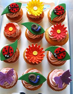Love these ladybug and flower cupcakes from my friend JennyWenny Cakes! Ladybug Cupcakes, Themed Cupcakes, Yummy Cupcakes, Kitty Cupcakes, Snowman Cupcakes, Ladybug Party, Giant Cupcakes, Cupcake Art, Cupcake Frosting