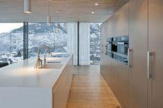 HI-MACS® per una casa 'verde' in Svizzera Arch Interior, Interior Architecture, Interior Design, Küchen Design, Modern Design, Contemporary Home Furniture, Interior Minimalista, Cuisines Design, Home Kitchens