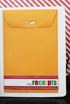 Sure do like this nifty pocket at the back of the Christmas planner.