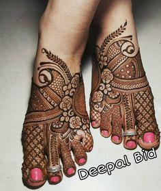 Minimalistic Mehndi for legs. For bookings kindly DM me. Minimalistic Mehndi for legs. For bookings kindly DM me. Henna Tattoo Designs Arm, Mehndi Designs Book, Full Hand Mehndi Designs, Finger Henna Designs, Beginner Henna Designs, Legs Mehndi Design, Mehndi Designs For Girls, Mehndi Designs 2018, Dulhan Mehndi Designs