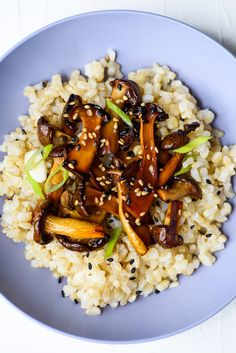 Umami-packed and super simple to make, these Asian-style glazed trumpet mushrooms are the perfect work-from-home lunch or veggie side dish. Vegetarian Recipes Dinner, Dinner Recipes, Yummy Recipes, Dinner Ideas, Veggie Side Dishes, Healthy Side Dishes, Asian Diet, Quick Weeknight Meals