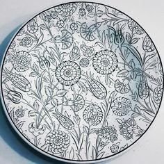 ;) Turkish Design, Turkish Art, Black White Pattern, White Patterns, Stencil Designs, Paint Designs, Clay Plates, Persian Motifs, Plate Design