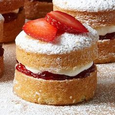 Mini Victoria Sponge Cakes recipe - From Lakeland. Small enough not to feel guilty! Very smart and look delicious - VH Mini Desserts, Just Desserts, Dessert Recipes, Mini Cakes, Cupcake Cakes, Mini Victoria Sponge Cakes, Sponge Cake Recipes, Sponge Recipe, Small Sponge Cake Recipe
