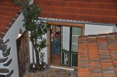 Blick von der Terasse über dem Innenhof in die Küche der Casa Pecosa