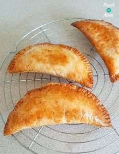 Corned Beef Pasties - Pinch Of Nom 1 syn corned beef pasties - slimming Slimming World Dinners, Slimming World Recipes Syn Free, Slimming World Diet, Slimming Eats, Slimmers World Recipes, Sliming World, Low Carb Brasil, Sw Meals, Skinny Recipes