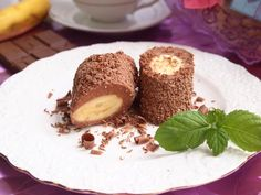 Cottage cheese-chocolate dessert with banana / Life Design Czech Recipes, Russian Recipes, Raw Food Recipes, Baking Recipes, Chocolate Butter, Chocolate Desserts, 5 Ingredient Desserts, Cooking Foil, Waffle Cake