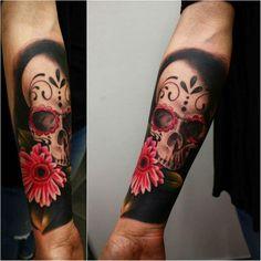 tatouage tête de mort mexicaine sur le bras