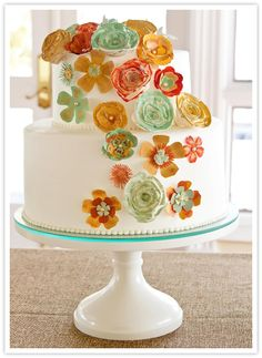 Sweet Cake Stands from Sarah's Stands - lovely cake stands, but unfortunately no sorce for the cake :(