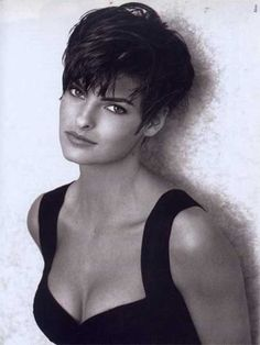 nice Coupe courte pour femme : Chameleon: The Many Looks of Linda Evangelista Very Short Haircuts, Short Hairstyles For Thick Hair, Pixie Hairstyles, Trendy Haircuts, Pixie Haircuts, Braid Hairstyles, Teenage Hairstyles, Layered Hairstyles, Formal Hairstyles