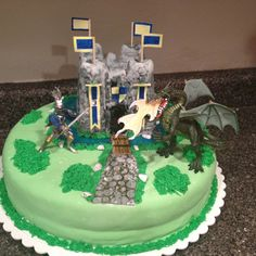 My nephew wanted a knight party and asked me to do a cake... I think he will like it..